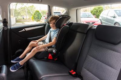 Nova normativa: Els menors de 135 cm en els seients del darrere