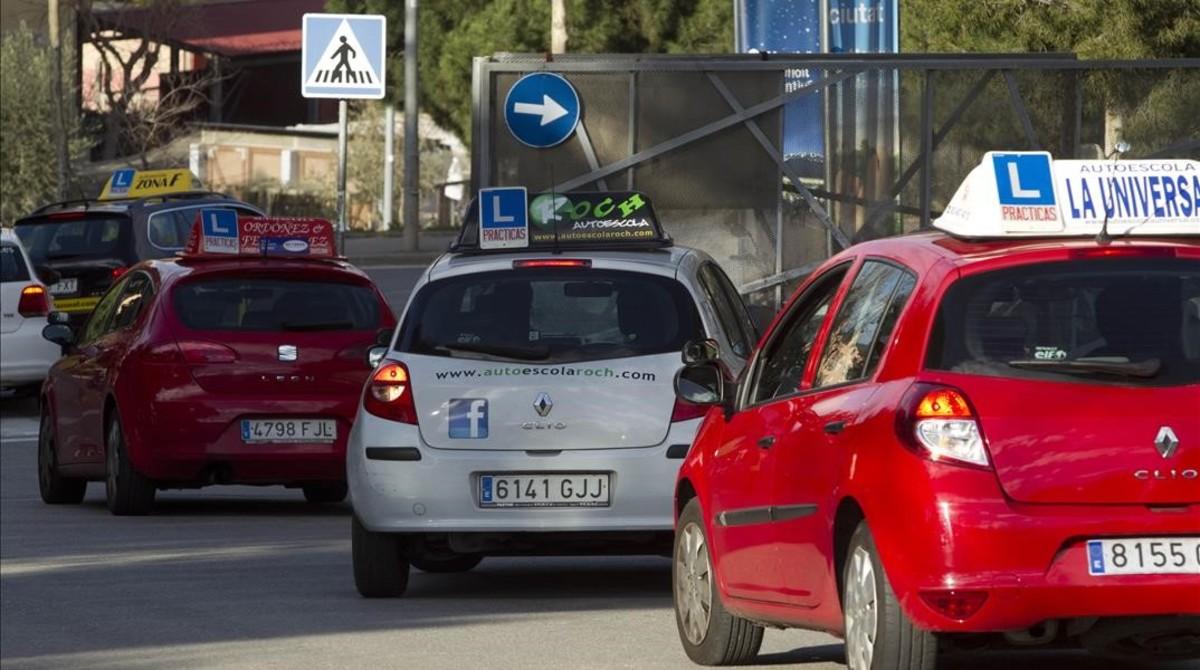 Caos en los exámenes del carné de conducir