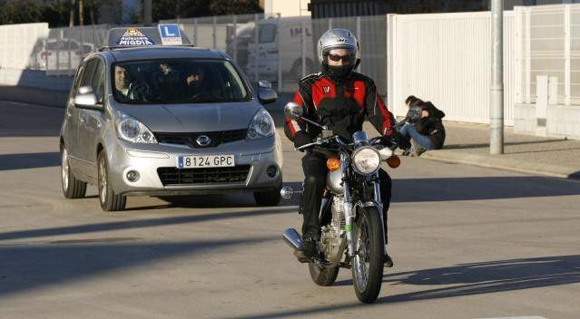 El caos per treure's el carnet de cotxe continua en l'inici de curs a Girona