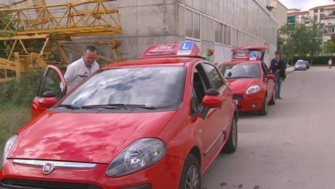 Tres dies més sense exàmens de conduir per la vaga d'examinadors